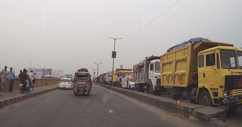 ख़बर के असर: गांधी सेतु पर मालवाहक वाहनों के परिचालन पर लागल रोक।