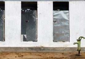 बिहार के ई गांव में बनल भूतन खातिर शौचालय।