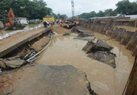 पटना में बारिश से धंसल बेली रोड, गाड़ी के कइल जाता डायवर्ट।