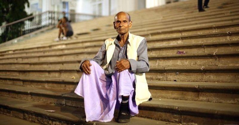बिहार के शिक्षक ने जिम्मेदारी उठायी अपने गरीब छात्र के सपने को सच करने की।